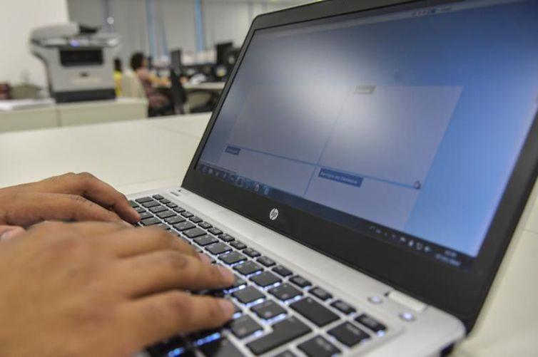 Computador Foto Agência Brasil EBC - Secitec abre inscrições para 1.650 vagas em 11 cursos online e gratuitos de capacitação, na PB