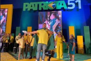 """PATRIOTA - Wallber Virgolino apresenta os cabos eleitorais faísca e fumaça: """"Se alguém atentar contra a minha vida, quem vai sair furado não sou eu"""""""