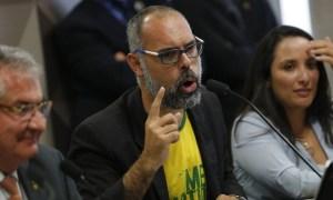 alan dos santos 300x180 - PF encontra mensagens em que blogueiro investigado sugere intervenção militar a assessor de Bolsonaro, diz revista