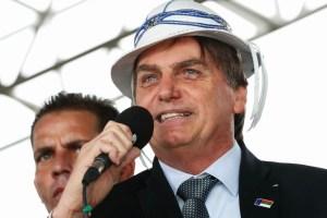 bolsonaro de chapeu 1 300x200 - Jair Bolsonaro visita o Sertão da Paraíba na quinta-feira (14)