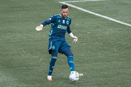 diego alves 04092020114558502 - Sem lesão, Diego Alves se reapresenta no Flamengo e deve encarar Palmeiras na Supercopa