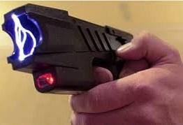 Jovem faz brincadeira com arma de choque e é baleado quatro vezes na Grande JP