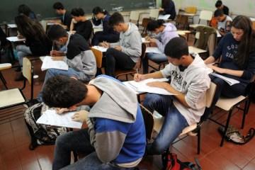 estudantes simulado do enem brasilia 0707161048 - Estudantes brasileiros melhoram desempenho em matemática