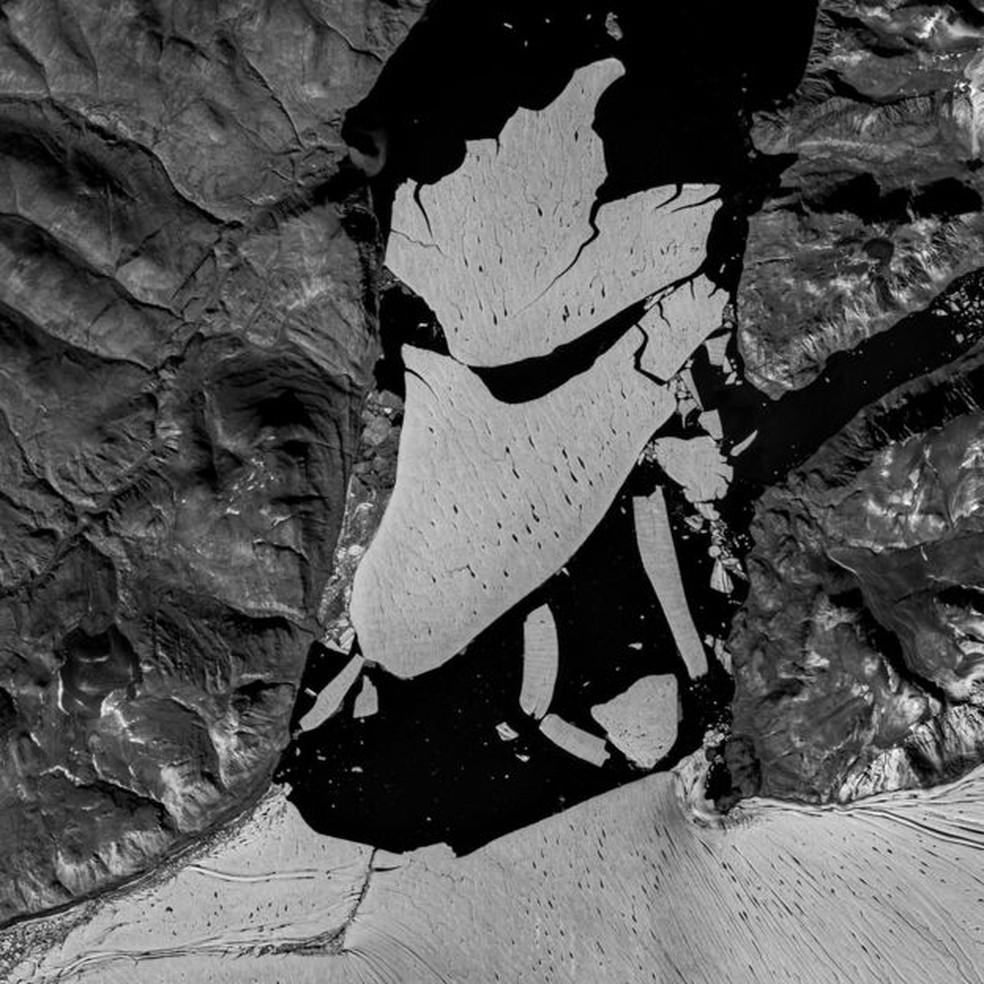 image002 6  - Pedaço gigante de gelo se desprende da última plataforma permanente no Ártico