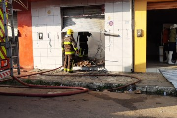 incendio fogo lojas santa rita 2 - Incêndio destrói estabelecimentos comerciais em Santa Rita