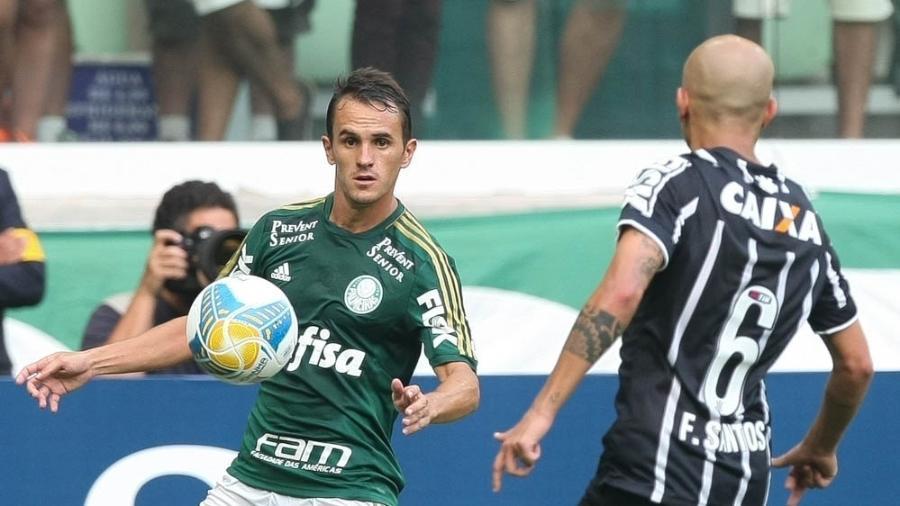 lucas lateral direito do palmeiras enfrenta o corinthians 1424270401893 v2 900x506 - Ex-Palmeiras e Botafogo, lateral Lucas anuncia aposentadoria aos 32 anos
