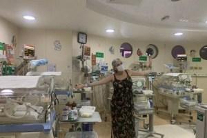 mae de quadrigemeos 300x200 - EM JOÃO PESSOA: com assistência de 12 profissionais, mulher dá a luz quadrigêmeos no Hospital da Unimed
