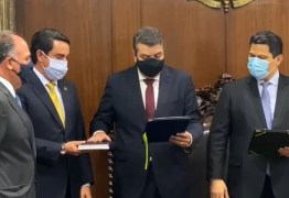 Diego Tavares toma posse no cargo de senador após licença de Daniella Ribeiro