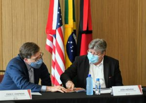 reuniao governador embaixador 300x213 - João Azevêdo apresenta projeto do Polo Turístico Cabo Branco e ações em tecnologia e pesquisa a embaixador e cônsul dos EUA