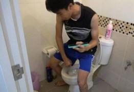 Jovem é picado no pênis por cobra ao se sentar em vaso sanitário