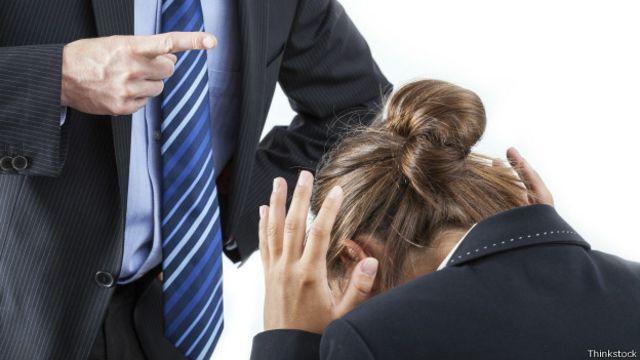 150611212807 assedio moral 624x351 thinkstock - Quase metade das mulheres sofreu assédio sexual no trabalho - LEIA OS DEPOIMENTOS