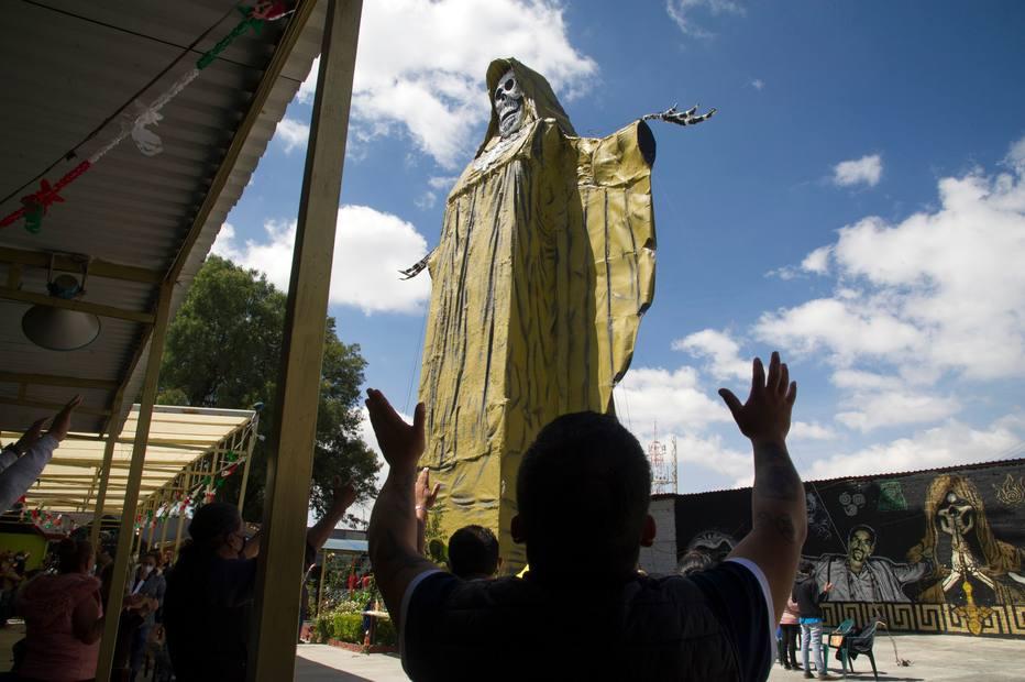 1602544800768 - Mexicanos buscam em Santa Muerte um feitiço contra a pandemia