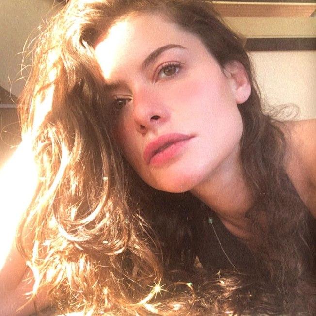 """5k0td7itsrbunfei6bjfskl4l - Alinne Moraes posta foto nua na praia e ganha elogios: """"Sereia"""""""