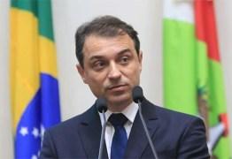 Comissão decide afastar governador por irregularidades durante 180 dias