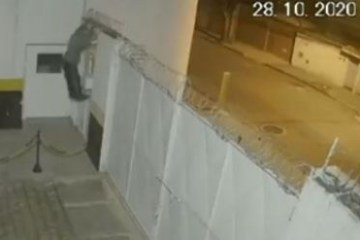 8070bb96cf4125dab4c13101719f16fb - Bandido deixa bicicleta na calçada em assalto e é roubado por outro criminoso