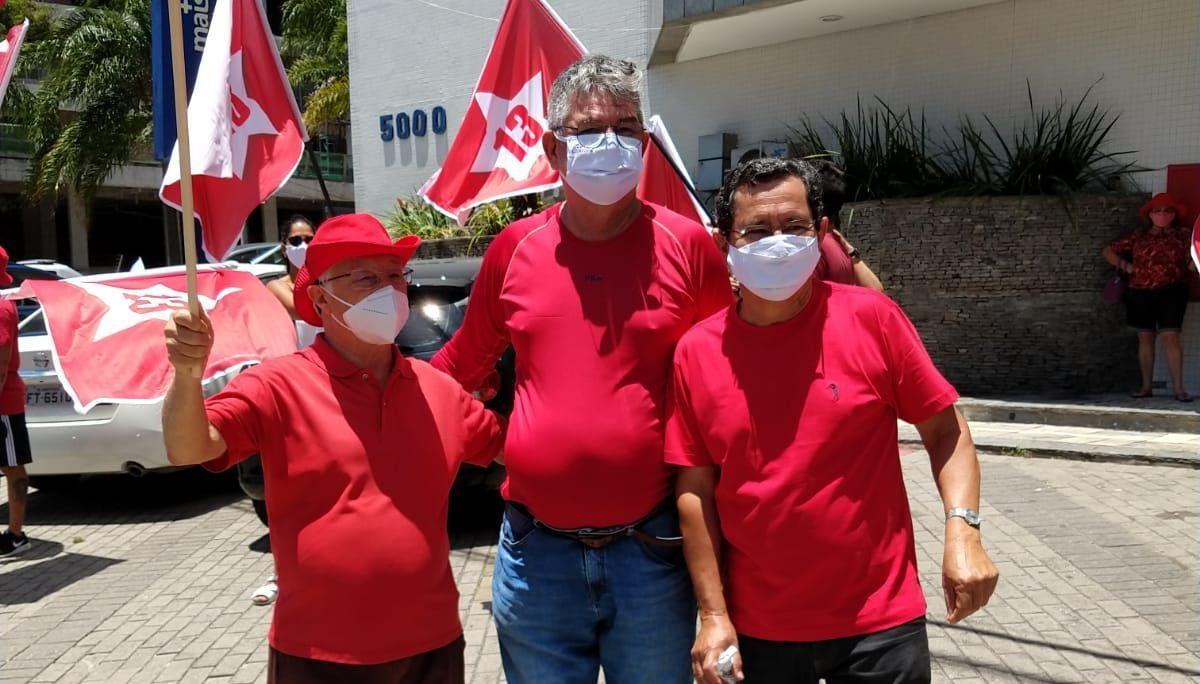Anísio e vice - Anísio Maia se reúne com trabalhadores sem formalização no Centro de João Pessoa