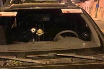 Carro atingido 2 - Policia investiga atentado sofrido por candidatos a prefeito e vereadores na Paraíba