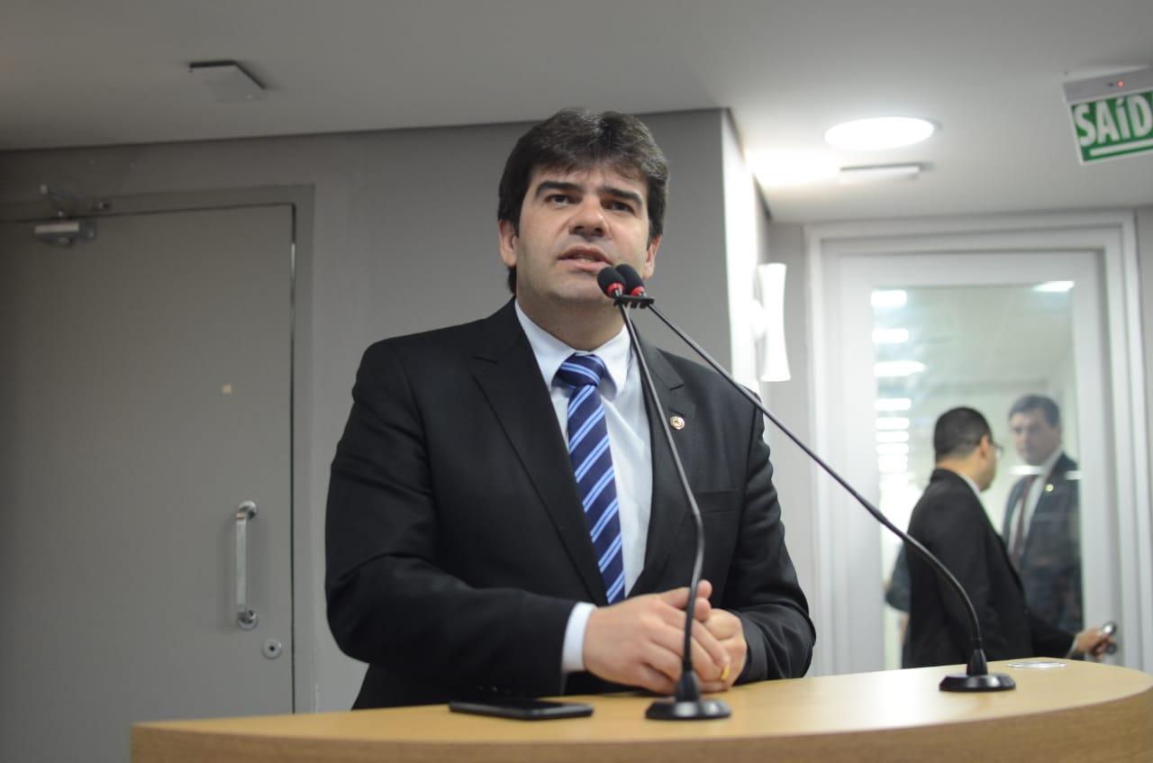 Eduardo Carneiro 1 - Eduardo participa de assinatura de protocolo que vai gerar benefícios fiscais para empresas em 54 municípios