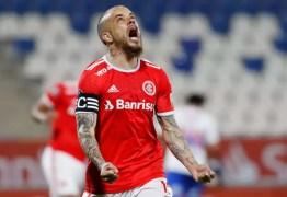 Inter perde para a Católica, mas segue na Libertadores