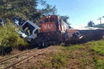 OIP 1 - Caminhão é atingido por um trem no cruzamento da linha férrea; veículo ficou preso