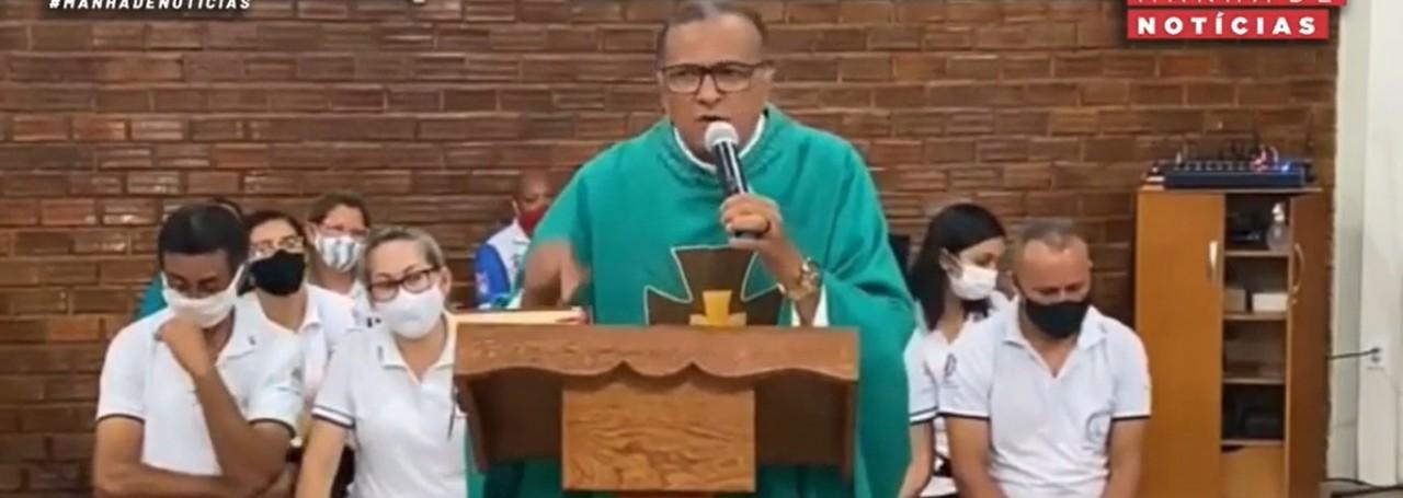 """PADRE ADAUTO - EM GUARABIRA: Padre diz que políticos que fazem aglomeração """"vão pagar no inferno"""" - VEJA VÍDEO"""