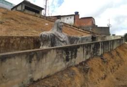 Cabo eleitoral destrói escultura de Jesus após oposição anunciar a sua restauração