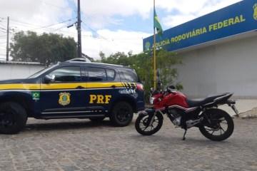WhatsApp Image 2020 10 20 at 11.34.54 - PRF recupera em Campina Grande motocicleta roubada na capital paraibana