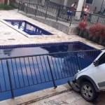 WhatsApp Image 2020 10 24 at 17.59.49 201024 180116 e1603583752348 - Carro invade área de lazer em condomínio de João Pessoa