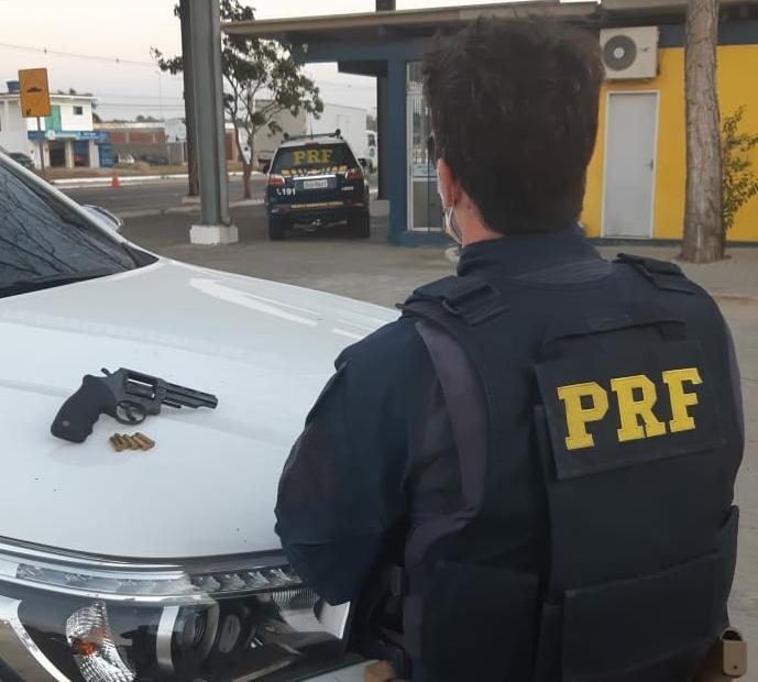 WhatsApp Image 2020 10 27 at 16.04.55 - PRF na Paraíba prende dupla com revólver furtado em Pernambuco
