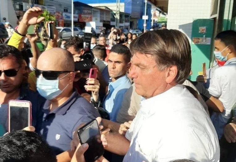 bolsonaro foto e1601602338115 - Surpreendeu população: Bolsonaro atrasa volta a Brasília para tomar um sorvete em Queimadas - VEJA VÍDEO