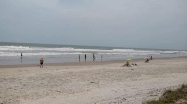 casal - Casal flagrado fazendo sexo na praia leva multa por não usar máscara