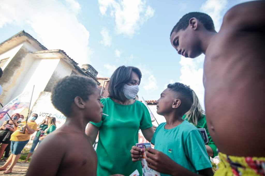 e323b92b f2a8 4676 a865 e0b3995f90ae 1024x682 - Edilma Freire visita comunidade do Baleado e garante rede de Cozinhas Comunitárias para a cidade