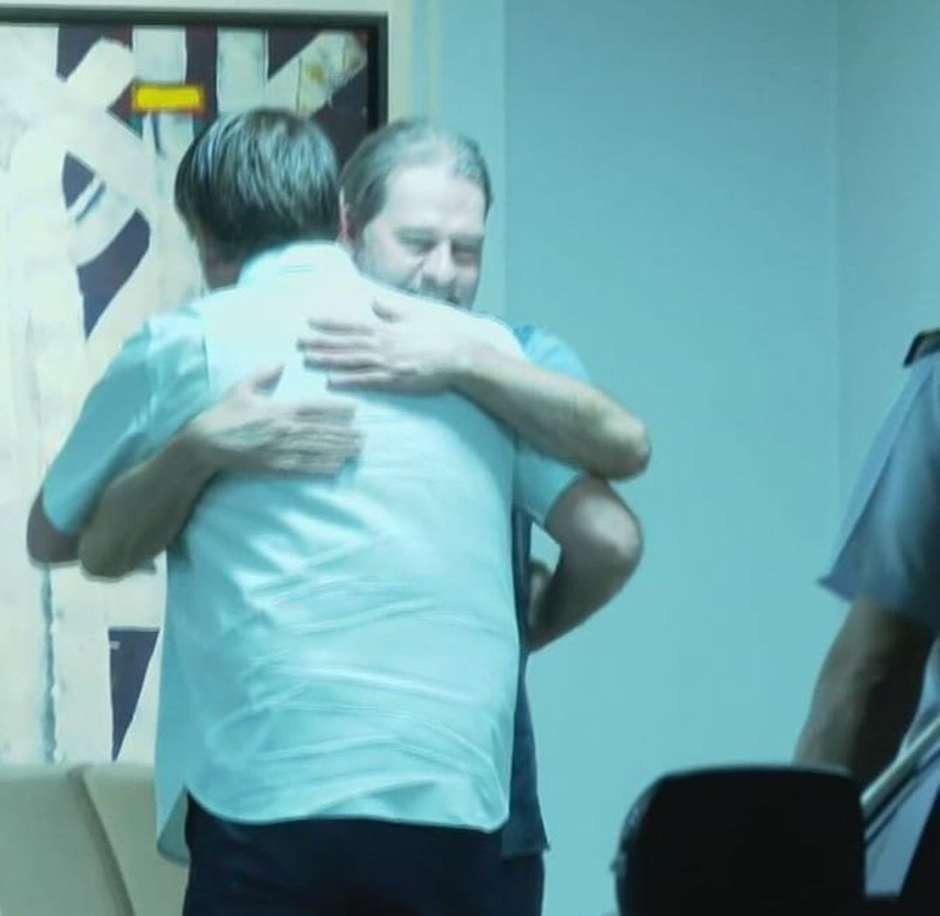 """ejfniuuwsam9 2r - Bolsonaro é chamado de """"traidor"""" após abraço em Toffoli"""
