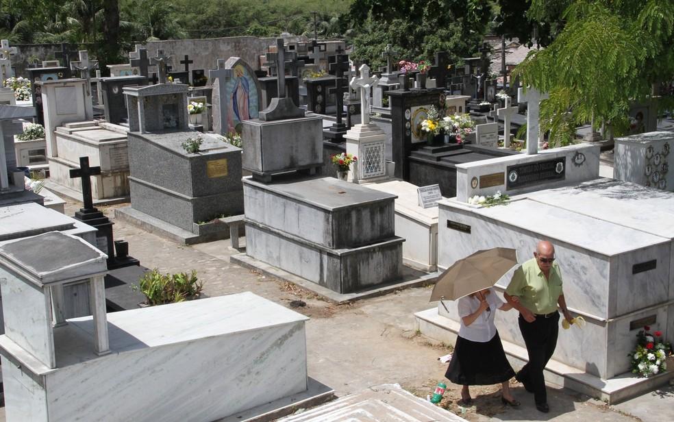 finados - Secretaria de Saúde divulga protocolo para visita aos cemitérios e celebrações