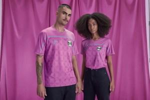 gremio 1 300x200 - Grêmio lança edição especial de uniforme em campanha do Outubro Rosa; veja fotos