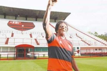 naom 5f75689922b79 - Ídolo do futebol brasileiro, 'Batuta' morre aos 80 anos de Covid-19