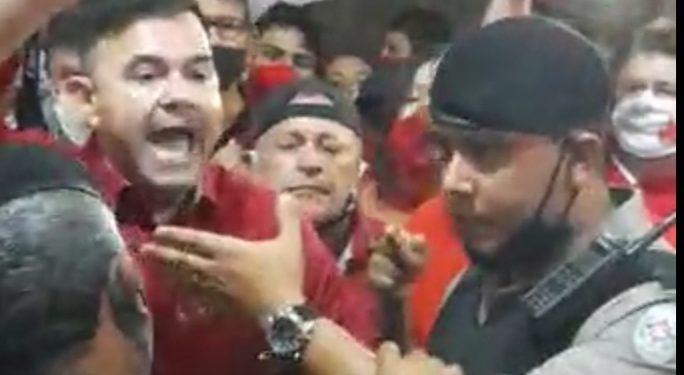 raniery - Raniery Paulino se exalta contra policiais após ser impedido de entrar em local de debate, em Guarabira -VEJA VÍDEO