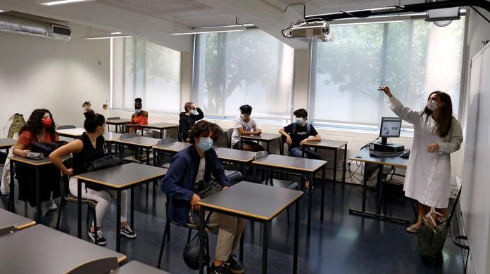 sala de aula covid - Matrículas para novatos da rede municipal começam nesta quinta-feira (21), em Campina Grande