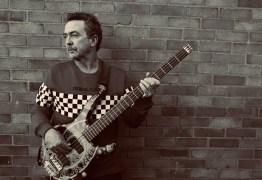 Tony Lewis, vocalista da banda Outfield, morre aos 62 anos