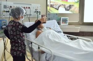 videochamada hospital 300x197 - João Azevêdo veta lei que obrigava visitas virtuais a pacientes internados com Covid-19 na Paraíba