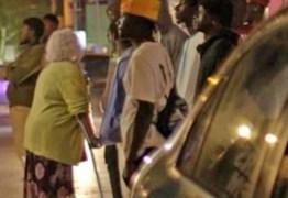 Documentário exibe idosas britânicas fazendo 'turismo sexual' em Gâmbia