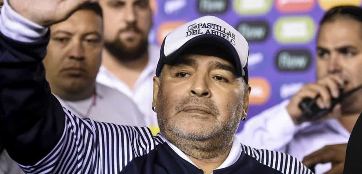 2020110318110 43a1736d66be1a03e6e6b735fb5ef0e908bd25317e06d4c3b368650a290b7de0 - Mesmo sofrendo com as crises de abstinência, Maradona pode ter alta nesta quarta-feira
