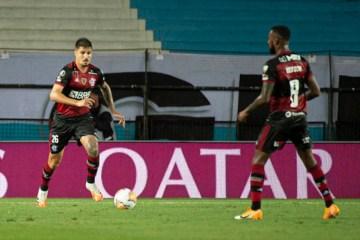 Conmebol denuncia Natan e Thuler, do Flamengo, por expulsões contra o Racing