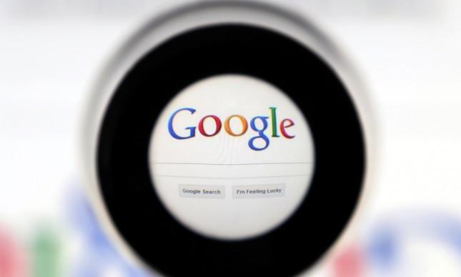 68613046 file photo a google search page is seen through a magnifying glass in this photo illust - 'Como justificar o voto?' é a pergunta mais buscada no Google nos últimos 7 dias