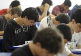 Concursos públicos oferecem vagas com salários de até quase R$ 14 mil