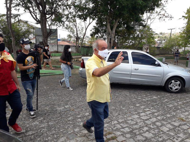 7d9f3c2e a568 4ab8 8588 0e5e8313e3c7 800x600 1 - Inácio Falcão é o primeiro candidato a votar em Campina: 'Vamos reconstruir CG'