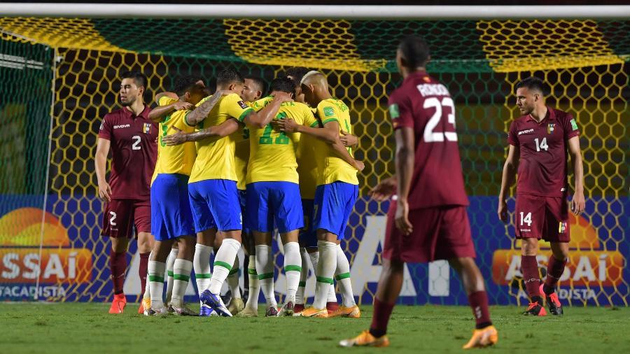 BRASIL X VENEZUELA - Brasil fura retranca da Venezuela com gol de Firmino e se mantém 100%