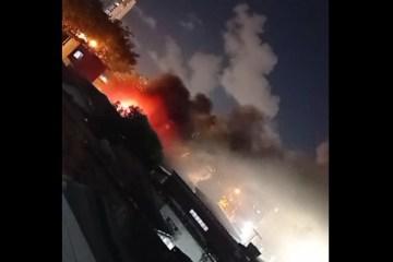 Bombeiros controlam incêndio registrado em oficina na cidade de João Pessoa