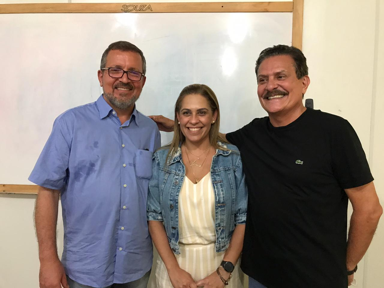 WhatsApp Image 2020 11 04 at 08.09.13 1 - UNIÃO HISTÓRICA EM AREIA: Aparecida Gomes renuncia candidatura a prefeita para apoiar Dra. Silvia - VEJA VÍDEOS