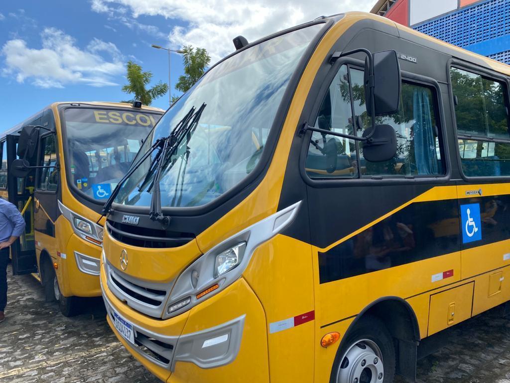 WhatsApp Image 2020 11 24 at 19.08.57 - Tião Gomes comemora recebimento de ônibus no município de Areia, solicitado por ele ao Governo do Estado